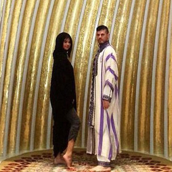 Selena gomes a la mosque